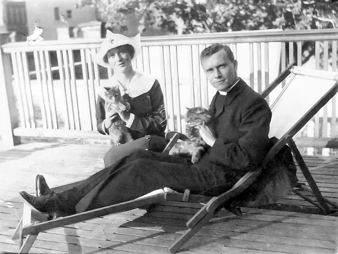 Marguerite Lindsay and her brother Sydenham circa 1922